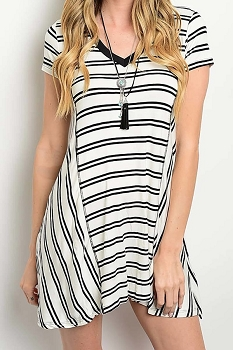 Smazy by Inance Loose Fit Striped V-Neck Dress